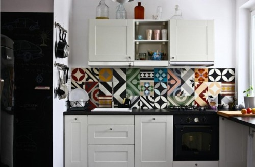 Purpura-Tile-Backsplash-in-Apartent-Remodelista